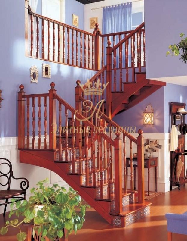 Деревянная косоурная лестница из сосны