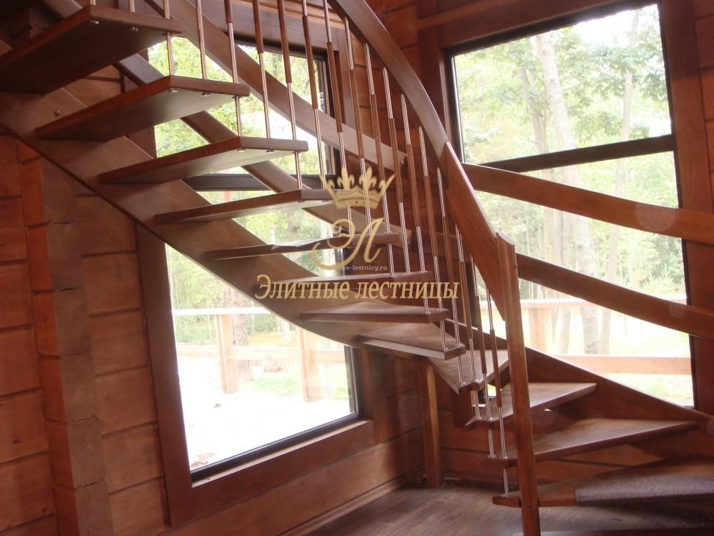 Лестница системная из бука поворот на 90 градусов с забежными ступенями
