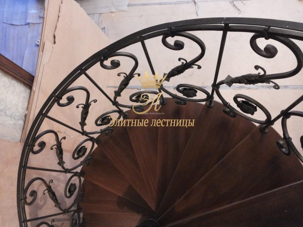 Лестницы, ступени, балясины из бука, дуба и ясеня купить в