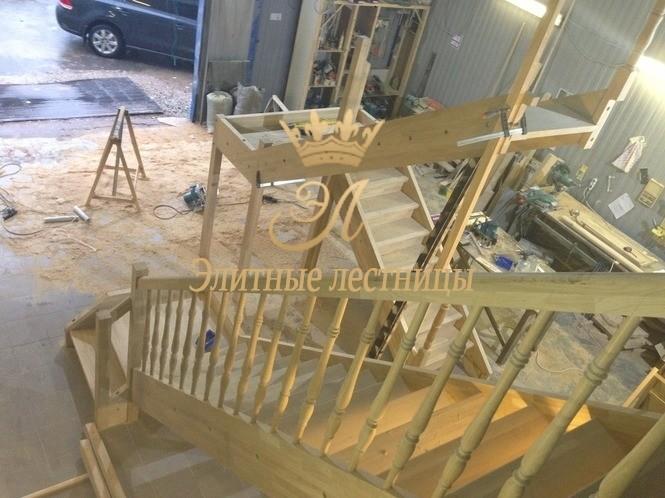 Предварительная сборка лестницы на стапеле производства