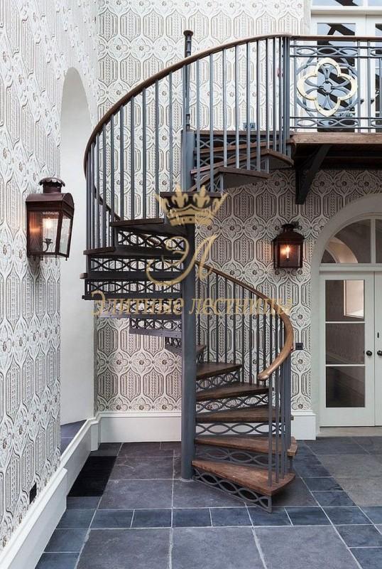 Винтовая лестница. Поручень - круминг. Деревянные детали из бука.
